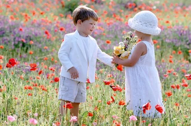 Ser Criança é: SER CRIANÇA É... - Poemas De Introspecção